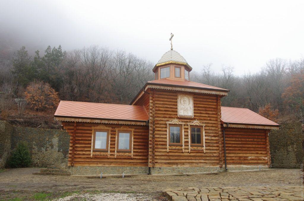 Храм во имя св. Серафима Саровского