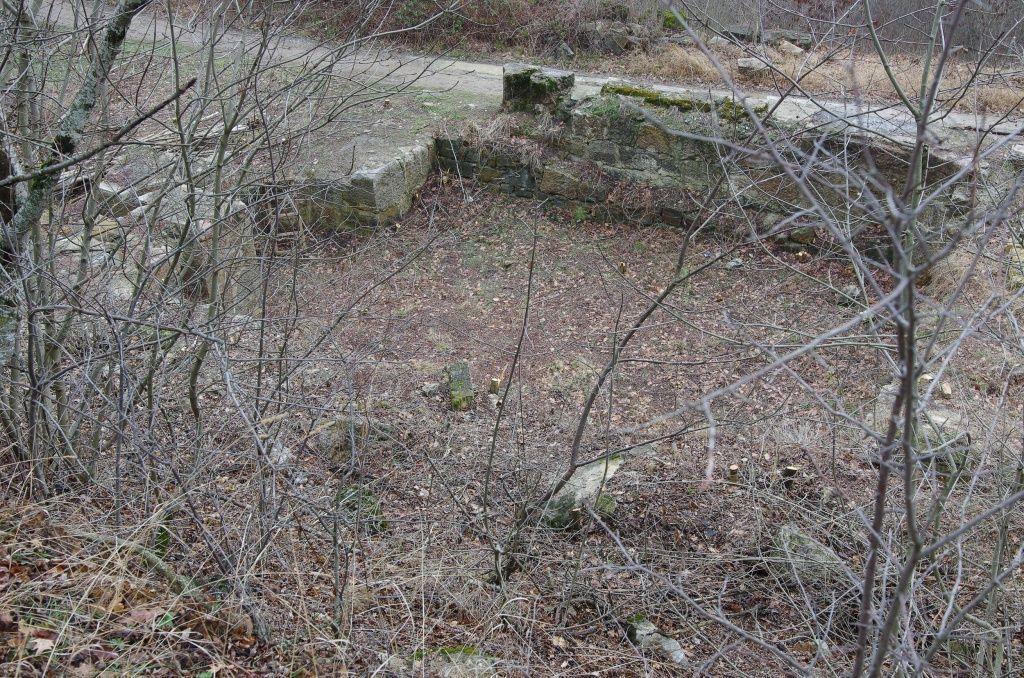 Монастырь, остатки фундамента