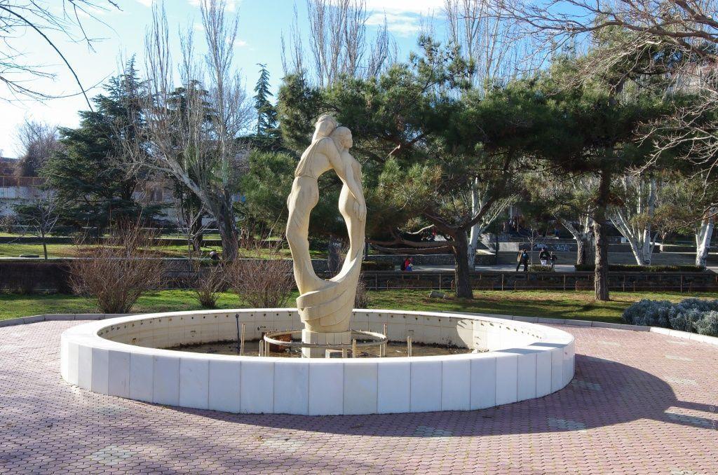 Феодосия, фонтан Влюбленные