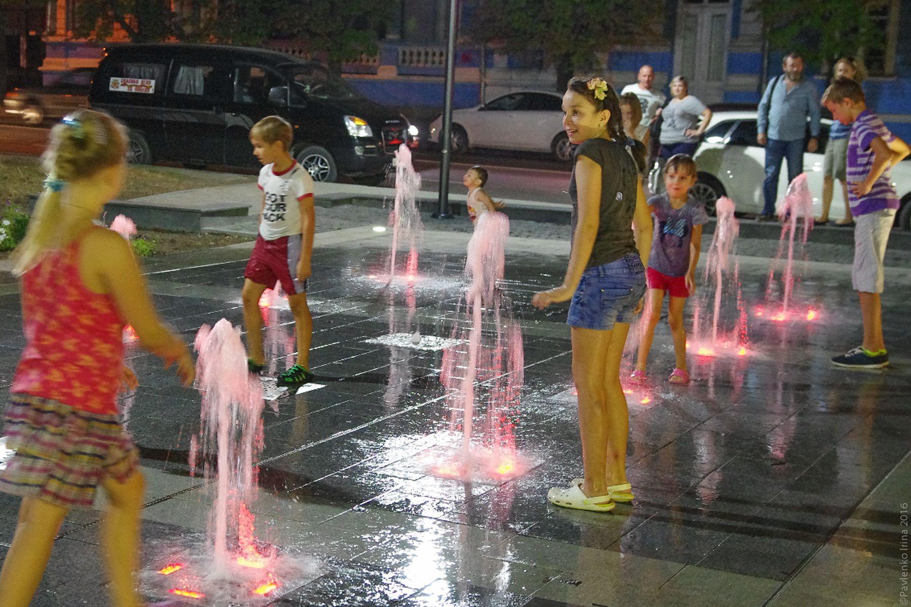 Фото около фонтана идеи